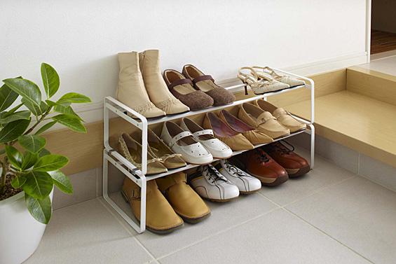 靴の収納はラックにおまかせ!スッキリまとめて整理しましょう。のサムネイル画像