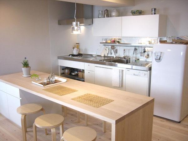 おしゃれで使い勝手の良いキッチンカウンターを手作りしてみませんかのサムネイル画像