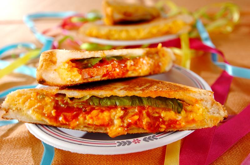 忙しい朝もホットサンドメーカーで充実朝食!おすすめ製品&メニューのサムネイル画像