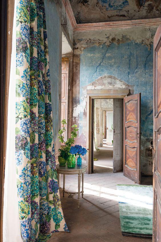 お部屋のセンスアップを目指すなら!アンティークカーテンがおすすめのサムネイル画像