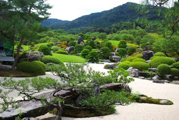 【我が家にも日本庭園を!】憧れの和風庭園の造園ポイントと知識のサムネイル画像