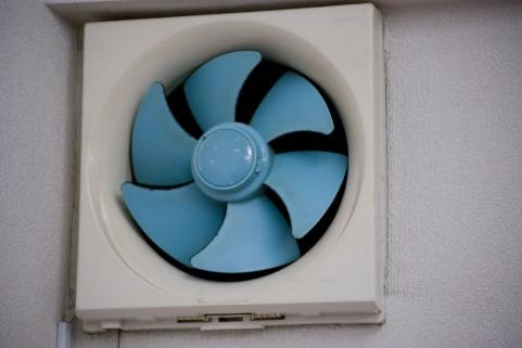 換気扇のベトベト油汚れがスッキリ!換気扇の掃除はこれで解決!のサムネイル画像