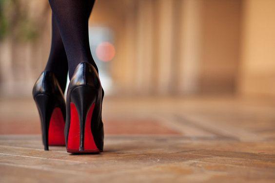 あなたはこまめにケアしてる?靴の臭いをとる方法をご紹介します♡のサムネイル画像
