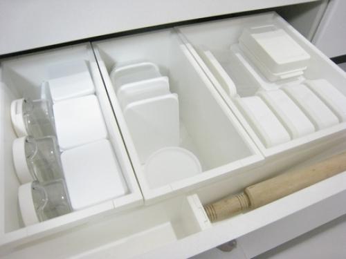 どんどん増えるタッパー容器をスッキリ収納!使えるアイデア参考集!のサムネイル画像
