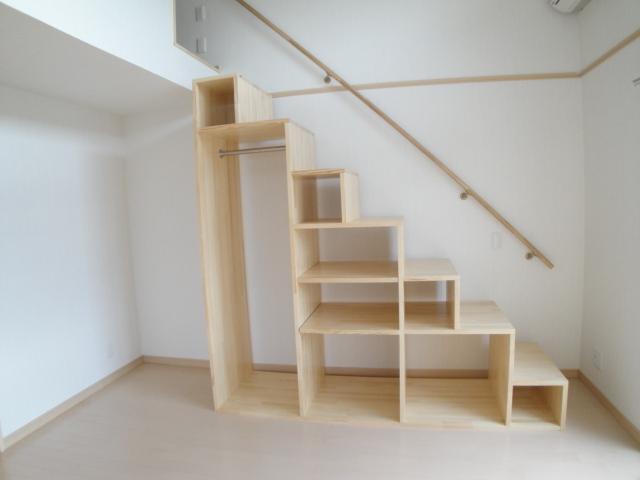 スタイリッシュに使いたい!階段の収納アイデアを見つけよう!のサムネイル画像