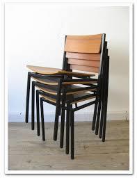 椅子を重ねて収納できるスタイリッシュなスタッキングチェアを紹介!のサムネイル画像