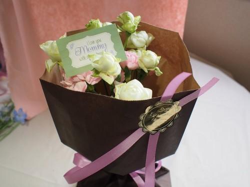 もらったら嬉しい。簡単に出来る素敵なお花のラッピング方法を紹介。のサムネイル画像