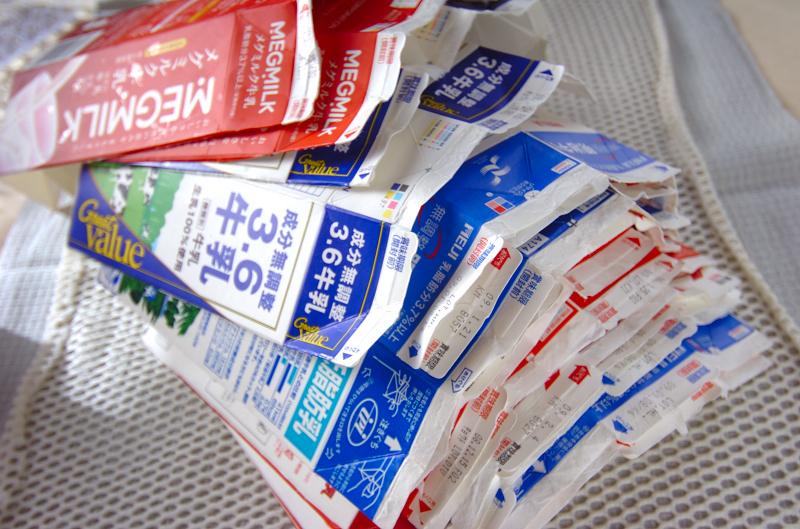 リサイクルでエコ。牛乳パックはリサイクルで何に生まれ変わる?のサムネイル画像