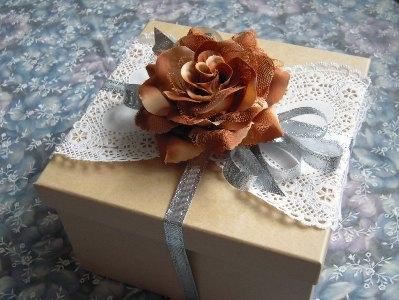 【簡単&おしゃれ】プレゼントの包み方テクニックをご紹介!のサムネイル画像