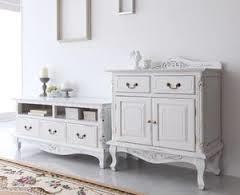 アンティーク風の家具があればシックでエレガントな空間が手に入る!のサムネイル画像