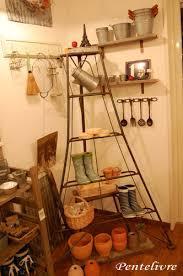 アンティークのはしごに小物を飾って、オシャレで素敵なインテリアに!のサムネイル画像