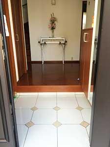 家に帰るのが待ち遠しくなる?DIYで玄関タイルをリフォームしようのサムネイル画像