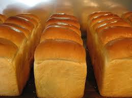 材料を入れるだけ!ホームベーカリーで焼き立て食パンをご賞味あれのサムネイル画像