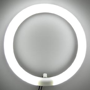 蛍光灯は、放電で発生する紫外線を蛍光体に当てる光源です。のサムネイル画像