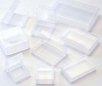 プラスチックケースが便利!小物をまつめる収納術を見てみよう!のサムネイル画像