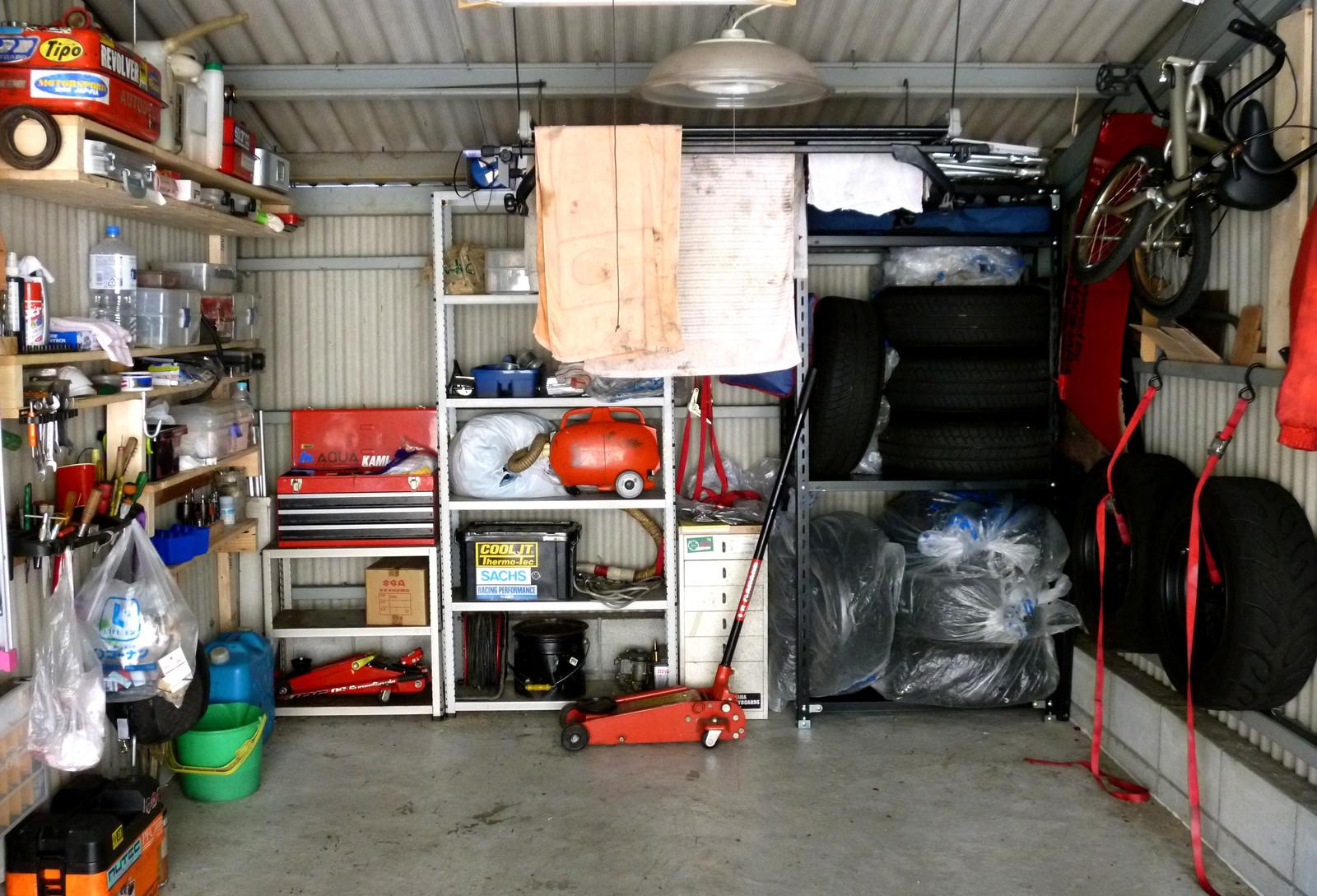ガレージは男のロマン!?夢が満載のガレージに置く収納棚特集!のサムネイル画像