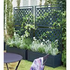 プランターが掛けれる目隠しプランターならフェンスにも花が飾れる!のサムネイル画像