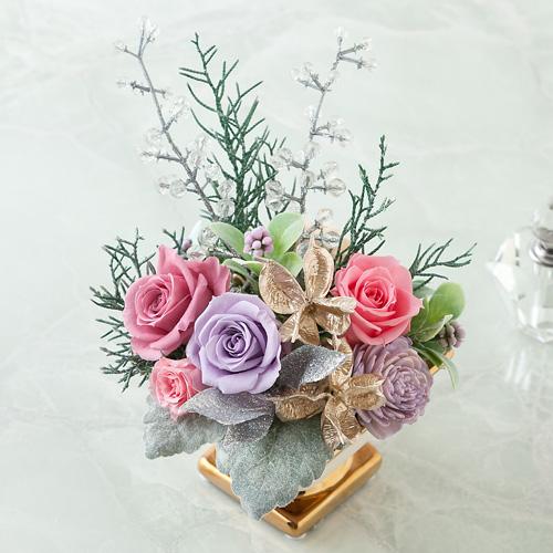 【プリザーブドフラワー大特集】バラのアレンジメントもクリスマス仕立てのサムネイル画像