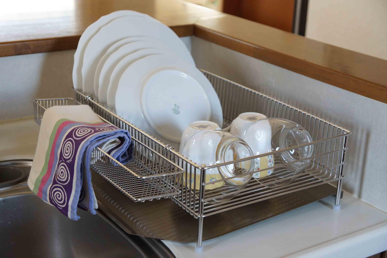 キッチンに水切りかごを置かない?水切りかごがなくても大丈夫?のサムネイル画像