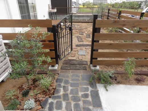 寂しいままのお庭を素敵にDIY!アレンジ方法は一つではないのサムネイル画像