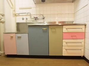 素朴なキッチンをカッティングシートでお洒落に変身させよう!のサムネイル画像