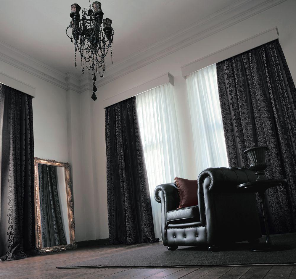 おしゃれな人は取り入れてる!部屋の雰囲気を格上げする黒いカーテンのサムネイル画像