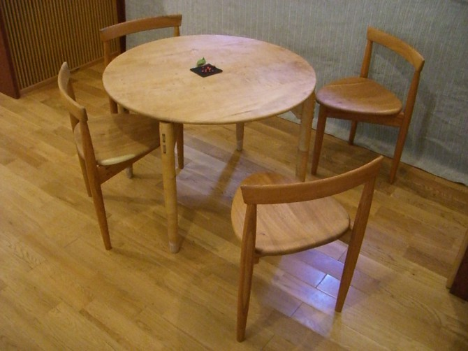 【暖かさを感じよう!】おススメの木のテーブルを厳選紹介!のサムネイル画像