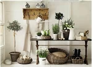 観葉植物をお部屋に飾りつけるだけでおしゃれな空間に早変わりのサムネイル画像