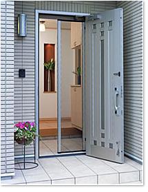 【絶対おすすめ】玄関の網戸はメリットがたくさん!玄関の網戸特集のサムネイル画像