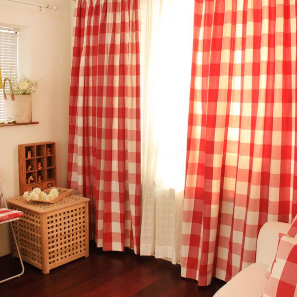 ギンガムチェックのカーテンで、パリのアパルトマン風の部屋作り!のサムネイル画像