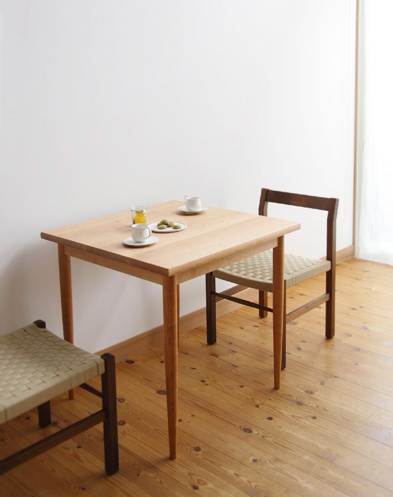 正方形のテーブルは使いにくい?正方形のテーブルのメリットは?のサムネイル画像