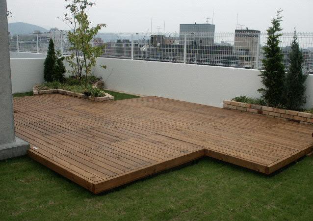 建物の屋上に、ウッドデッキを作ったら、気持ちがいいですよ♪のサムネイル画像