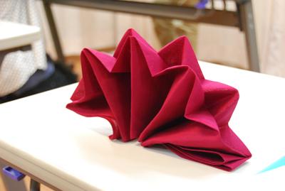テーブルを豪華に彩る【テーブルナプキン】マナーや折り方をご紹介♪のサムネイル画像