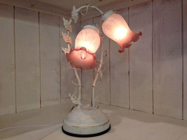 アンティーク ランプで柔らかな光に満ちたおしゃれな部屋に!のサムネイル画像