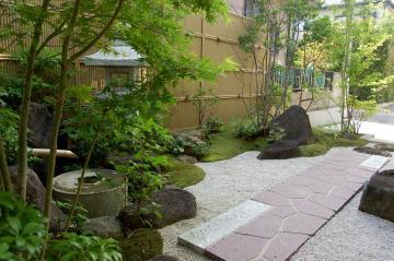 【モダンでレトロ】凛とした和風の庭でジャポネスクな空間造りのサムネイル画像