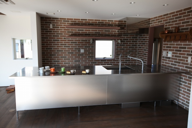ステンレスキッチンは、とても丈夫で、汚れに強く、清潔感がある!のサムネイル画像