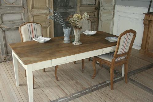 おしゃれなアンティークのダイニングテーブルを集めました♡のサムネイル画像