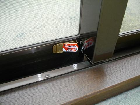 窓の補助錠で防犯対策!補助錠で窓を強化して窓からの侵入防止!のサムネイル画像