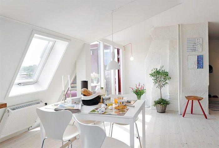 白のダイニングテーブルが広くて清潔感のあるお部屋を作る!のサムネイル画像