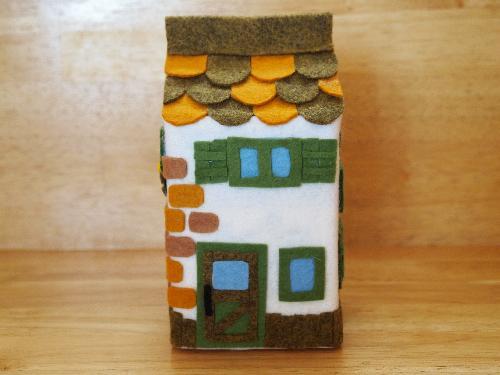 夏休みの宿題はこれで決まり!牛乳パックを使った貯金箱作り♪のサムネイル画像