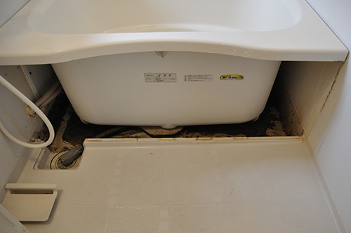 ユニットバスの汚れは、エプロンで隠れてます。掃除してください!のサムネイル画像