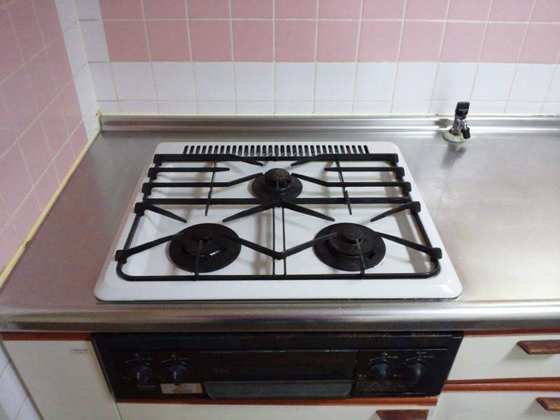 油汚れがなかなか取れない…キッチンの油汚れを落とす方法は?のサムネイル画像