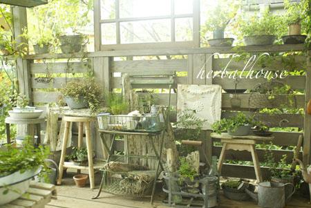 おしゃれなガーデン雑貨をいっぱい集めて素敵なお庭を作ろう!のサムネイル画像