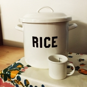 おすすめの米びつを探してキッチンにワンポイントアクセントを♪のサムネイル画像