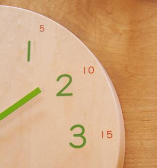 ナチュラルを飾ろう。自然のぬくもりを感じる木製の掛け時計。のサムネイル画像