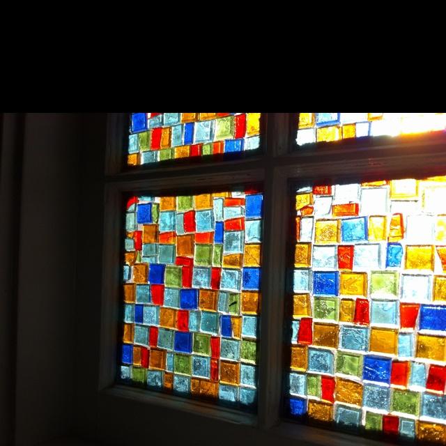 ガラス絵の具で描ける夢の世界! かわいいステンドグラスの作り方のサムネイル画像
