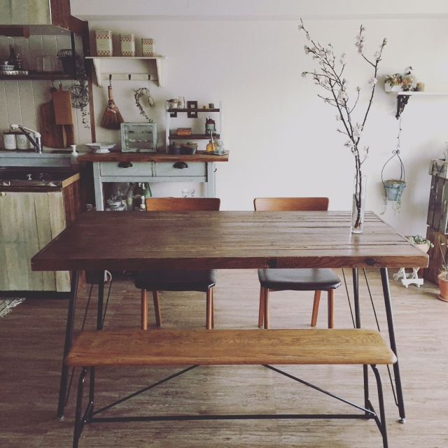 優しい雰囲気がある木を使用したテーブル おすすめのテーブルは?のサムネイル画像