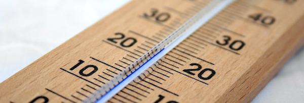 おしゃれな温湿度計で家族の快適な生活のために湿度もチェック!のサムネイル画像