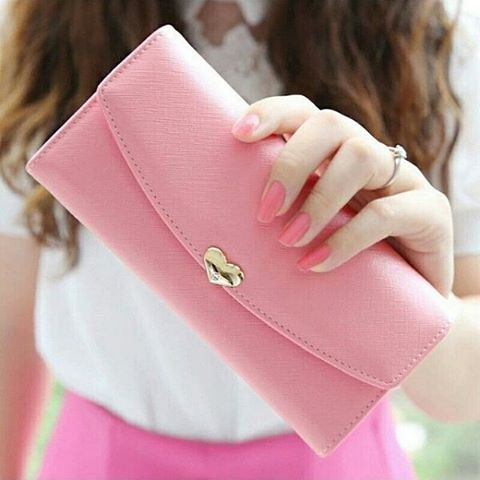 ベージュの財布で大人を演出!!~ブランド別おすすめ財布~のサムネイル画像