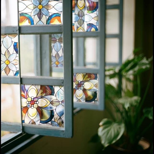 窓ガラスをかわいく目隠し♡わざとらしくない目隠しでおしゃれに♡のサムネイル画像